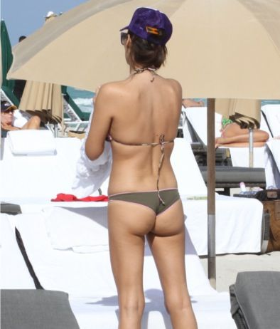 Aida Yespica - topless candids Nov 21 a03