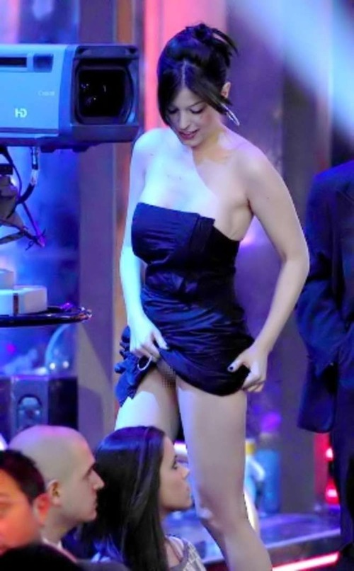 Sara Tommasi Upskirt -  Chiambretti Night Show (1m)