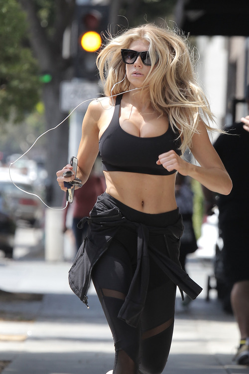 Charlotte McKinney working out (25)