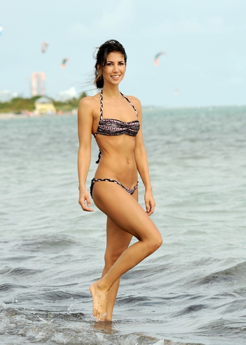 Leilani Dowding - Miami Beach 27 January 03