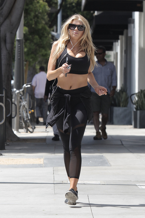 Charlotte McKinney working out (6)