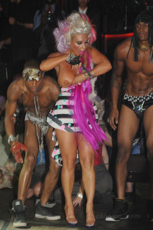 Nicole Coco Austin Boob Slip @ POPLUXE Fashion Show (1)