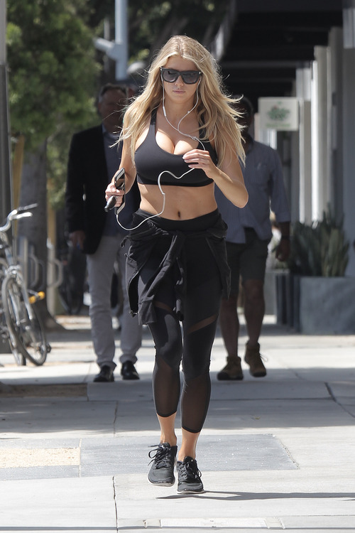 Charlotte McKinney working out (22)