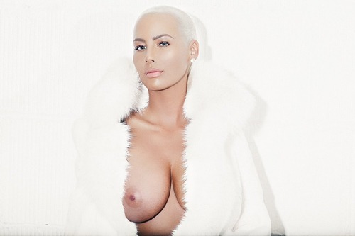 Amber Rose - Freeing her nipple