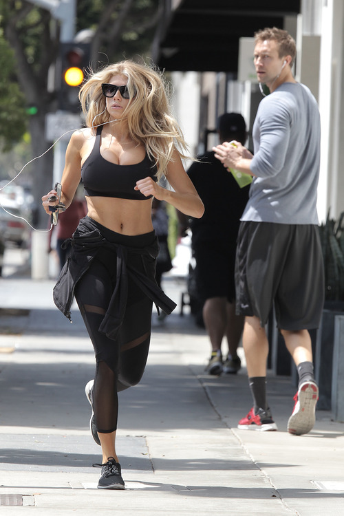 Charlotte McKinney working out (16)