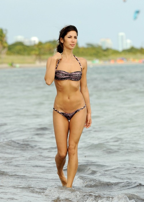 Leilani Dowding - Miami Beach 27 January 02
