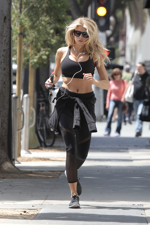 Charlotte McKinney working out (11)