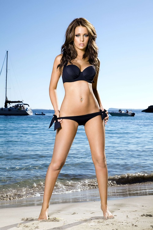 holly-peers-ibiza-may-2010-f1-101