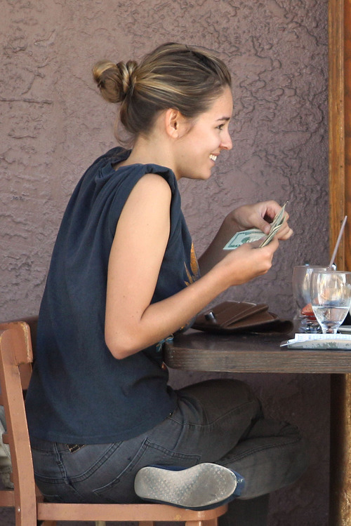 Keeley Hazell - Enjoys lunch on Melrose Avenue