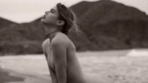 Stella_Maxwell_-_La_Playita_by_Mariano_Vivanco_HD_720p_4359