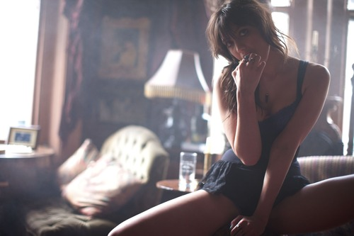 daisy-lowe-esquire-uk-by-greg-williams-4