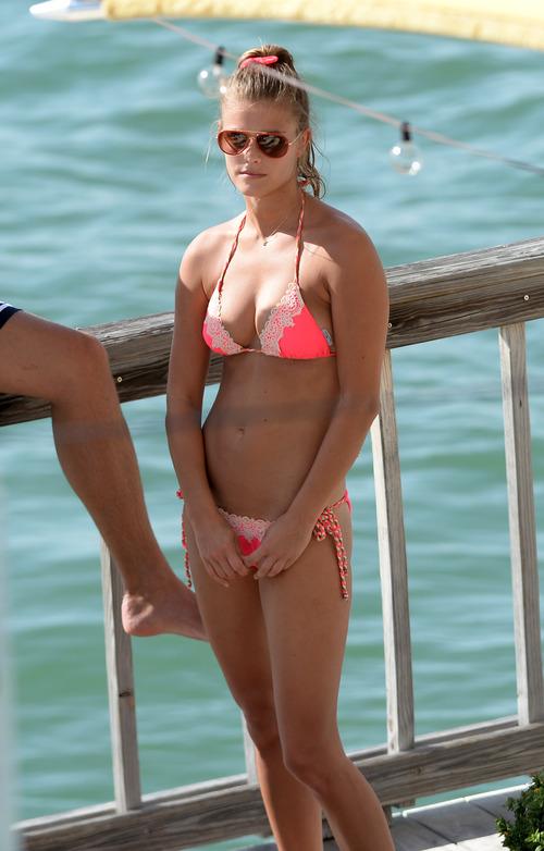 Nina_Agdal_Bikini_Candids (12)