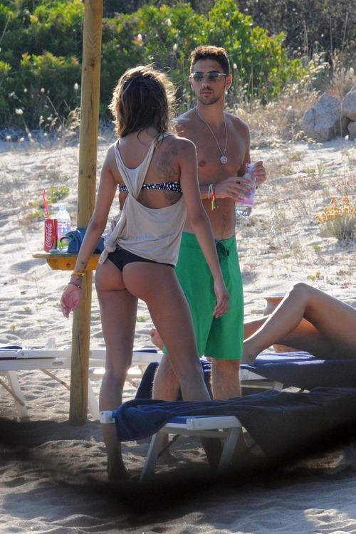 Melissa Satta bikini candids in Sardinia Italy (3)