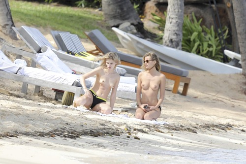 Edita Vilkeviciute Topless (8)