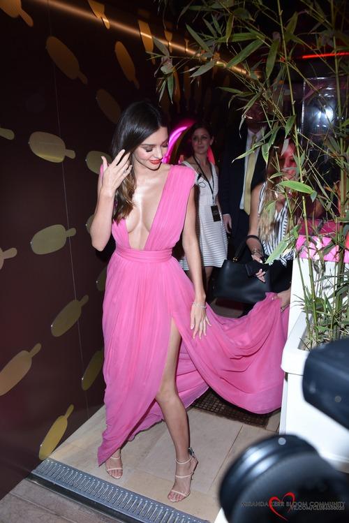 Miranda_Kerr-Magnum_'Pink_&_Black' (3)