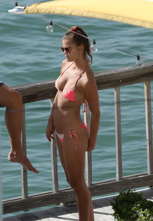 Nina_Agdal_Bikini_Candids (14)