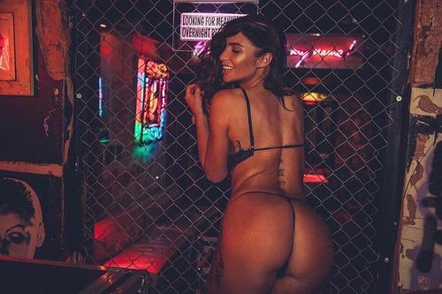 Scarlet-Bouvier-Nude-Sexy-Pics-2