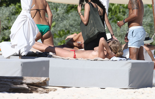 Toni Garrn - Topless on a beach in Mexico (2)