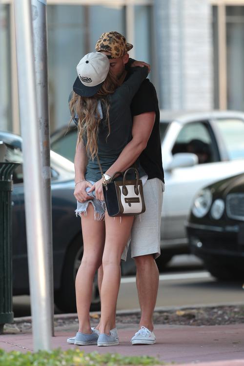 Nina Agdal & Boyfriend Reid Heidenry (29)