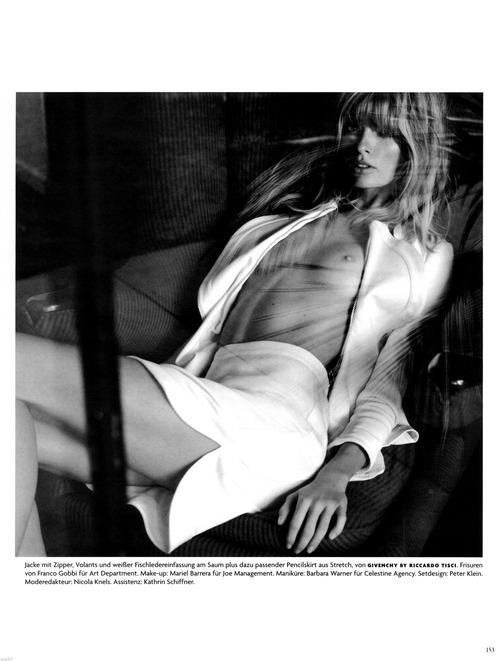 Julia Stegner - Vogue (8)