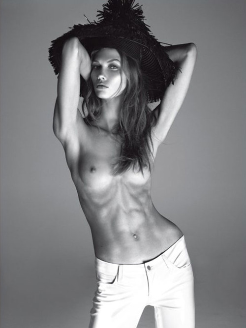 Karlie Kloss Naked For Vogue Italia (1)