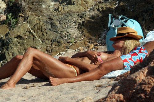 Heidi Klum topless at a beach in Italy (9)