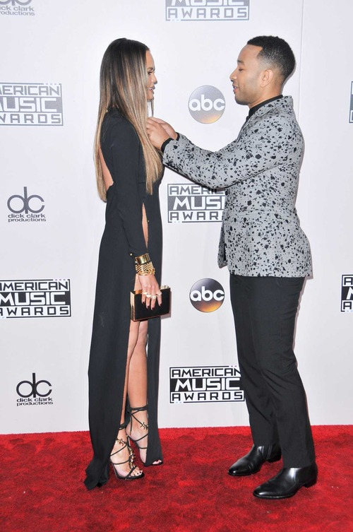 Chrissy-Teigen-Upskirt-at-2016-American-Music-Awards-LA-5
