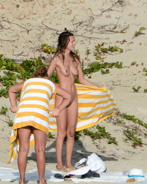 Edita_Vilkeviciute_topless_beach (3)