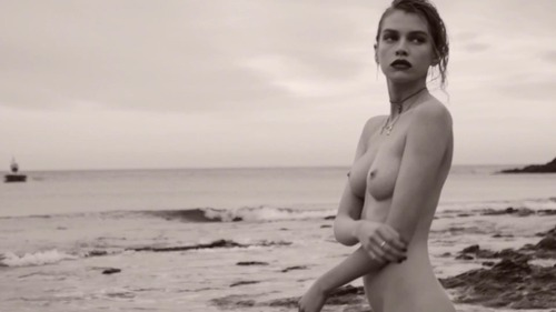 Stella_Maxwell_-_La_Playita_by_Mariano_Vivanco_HD_720p_4021