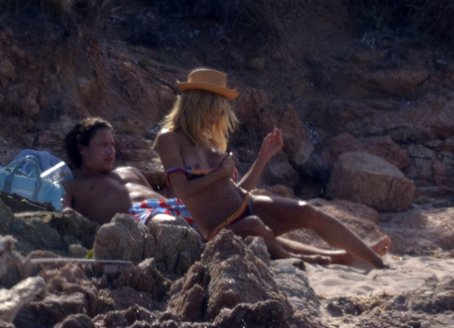 Heidi Klum - at a beach in Sardinia (6)