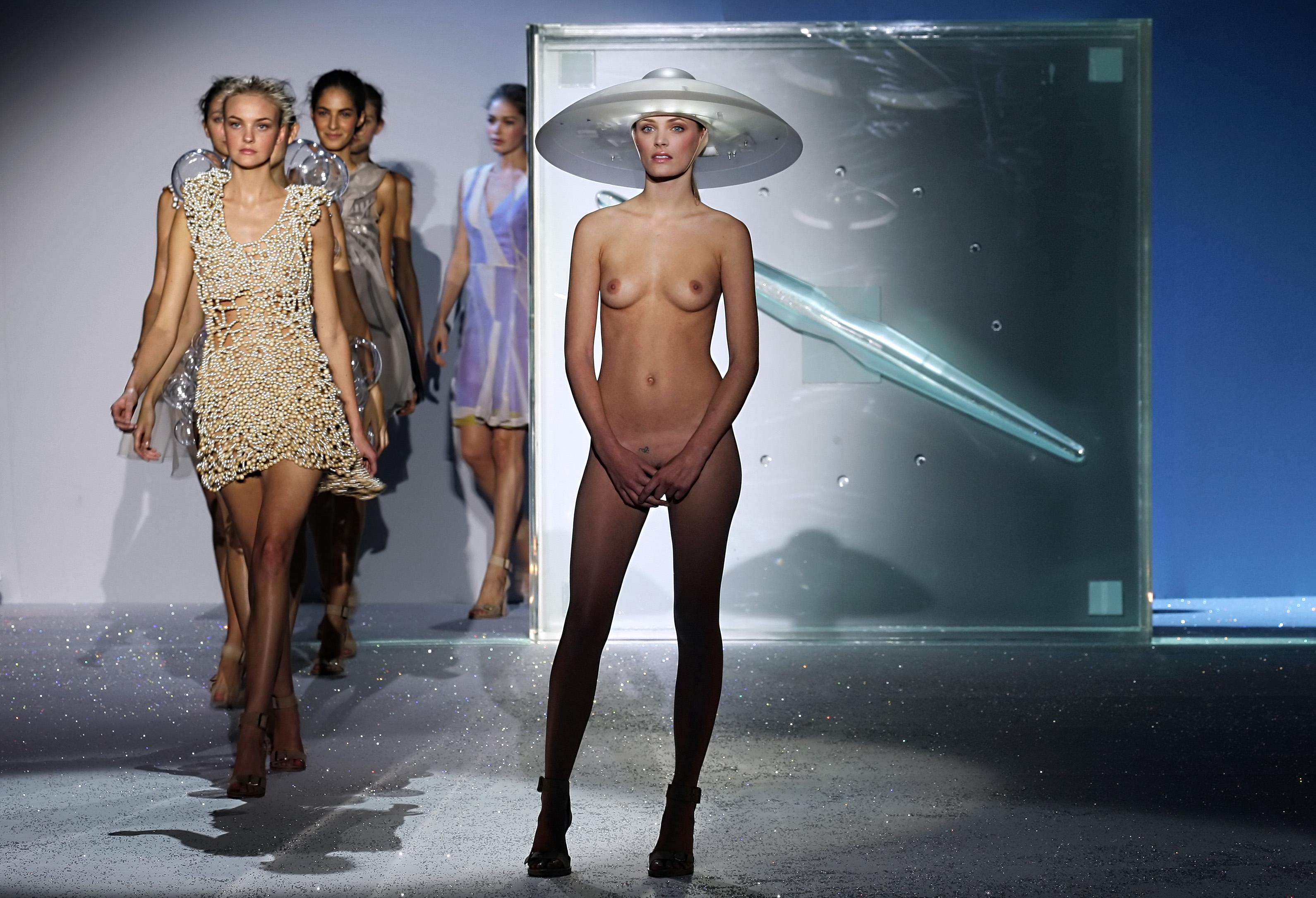 Обнаженная Мода