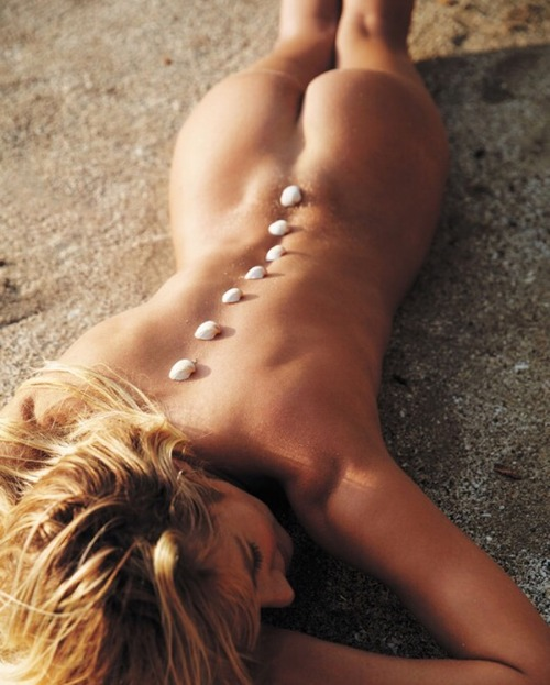 Candice Swanepoel - Lying down nude on her stomach, 03/25/16