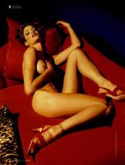 エヴァ・ハーツィゴヴァの淫靡なヌード画像 「プレイボーイ2009年6月号」より