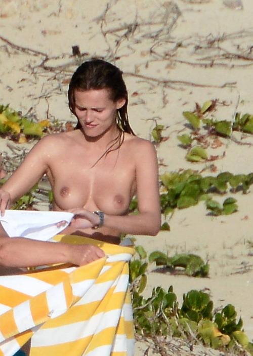 Edita_Vilkeviciute_topless_beach (7)