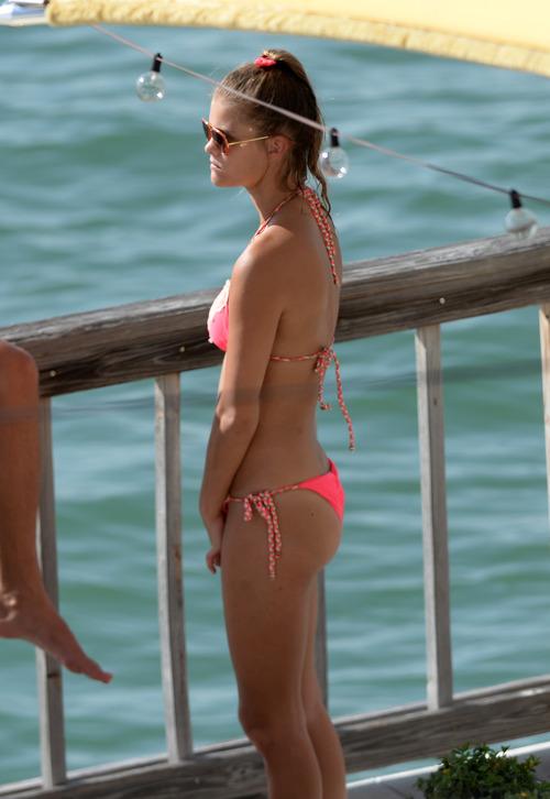Nina_Agdal_Bikini_Candids (3)