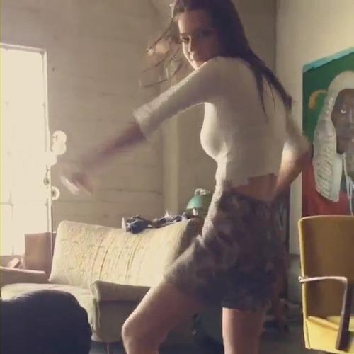 Emily Ratajkowski Hot Dancing 2015 (11)