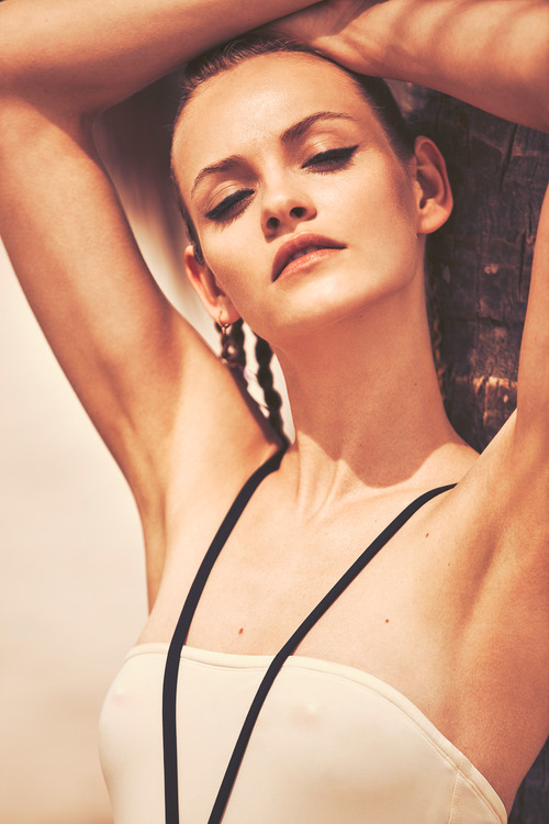 Harpers-Bazaar-Spain-May-2016-Ginta-Lapina-by-Guy-Aroch-7