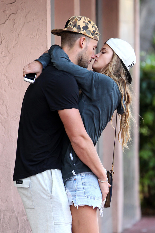 Nina Agdal & Boyfriend Reid Heidenry (9)
