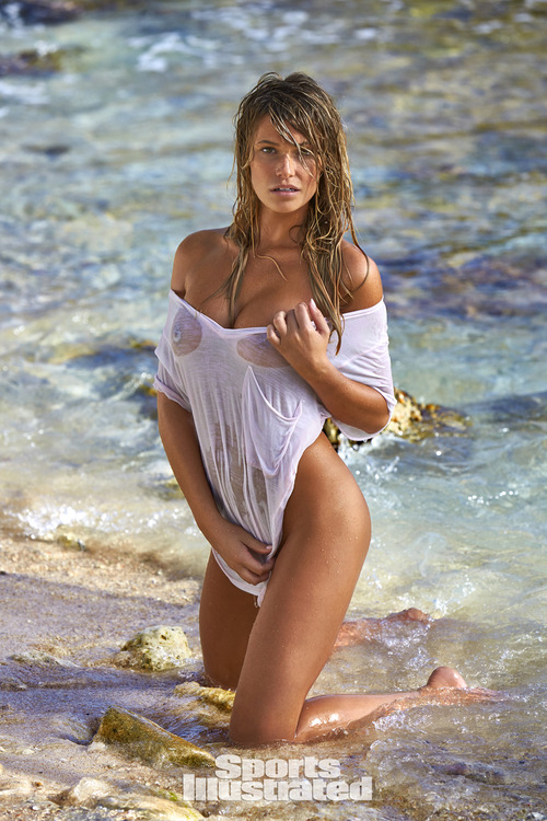 Samantha Hoopes SI2017 (1)