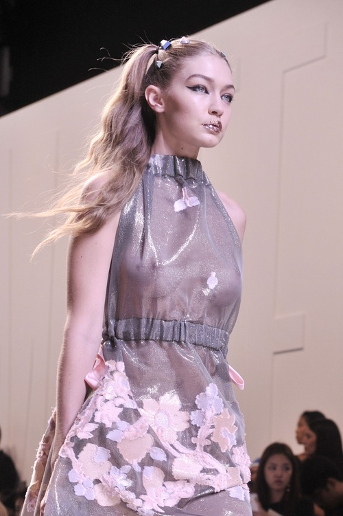 Gigi Hadid Walking The Runway (21)