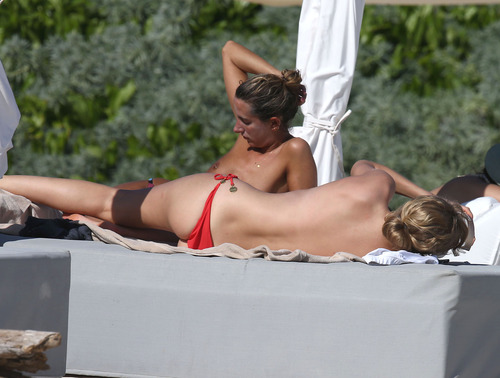 Toni Garrn - Topless on a beach in Mexico (16)