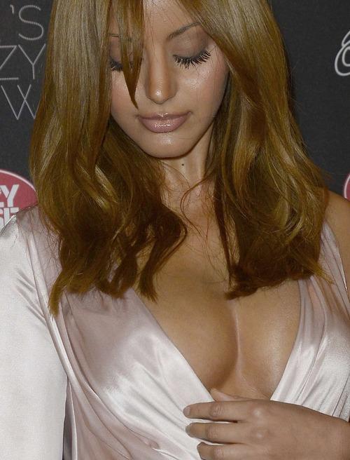 Zahia Dehar (1)