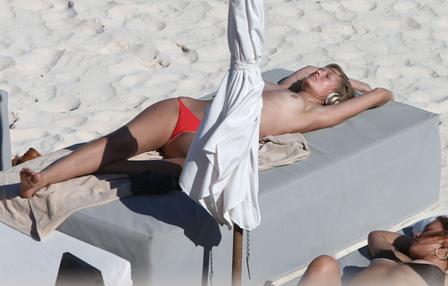 Toni Garrn - Topless on a beach in Mexico (15)