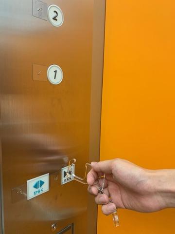 エレベーター使用②
