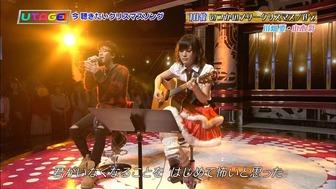 山本彩_サンタコスギター-3