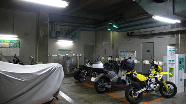 ウィン青山バイク駐車場