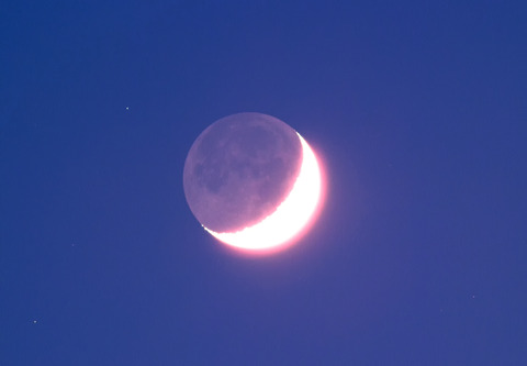 MOON_LIGHT_Tv10s_100iso_+32c_20170529-19h35m10s790ms_cut