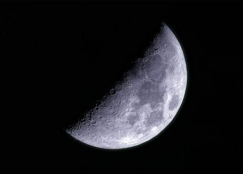 2017-10-27-1021_3-RGB-Moon_lapl5_ap5261_rs_ps_cut2_phto