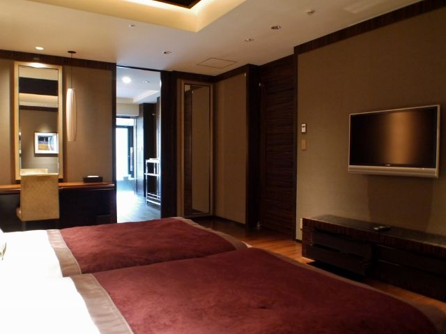 hotel_xiv_hakone_bedroom_02