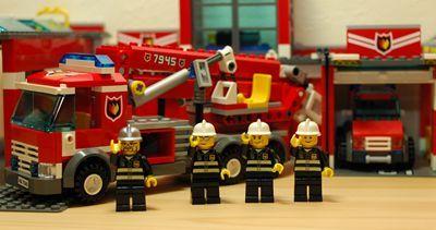 LEGO 消防士記念撮影_R